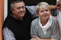 Řezbář Václav Plechatý s manželkou