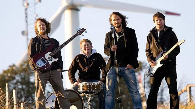 THE SCOFFERS. Liberecká grunge kapela vznikla teprve v roce 2010. Její kytarista Vojtěch Růzha se rozhodl uspořádat koncert tří kapel Student's Day v harcovském Klubu Vlak.