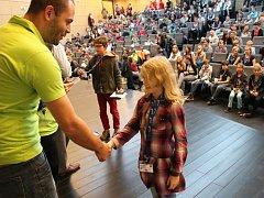 Na Dětskou univerzitu bude letos chodit přes pět stovek školáků.