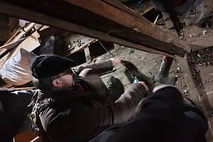 Dům určený k demolici prohlédl archeolog. Našel kus historie.