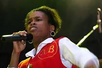 TONYA GRAVES V AKCI. Černošská zpěvačka patři mezi pilíře Monkey Bussines.