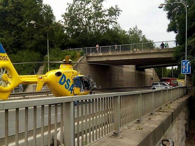 Vrtulník zdravotní záchranné služby zasahoval v Turnově.