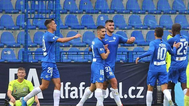 Fotbalisté Liberce se radují ze vstřelené branky do sítě Prostějova.