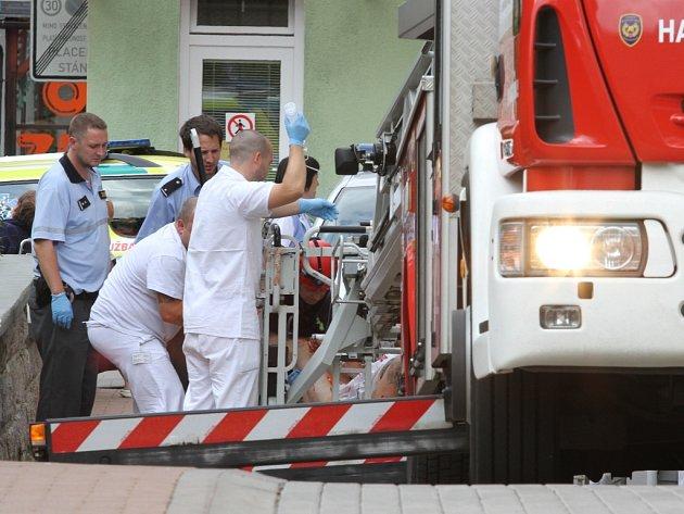 Pacient proskočil zavřeným oknem