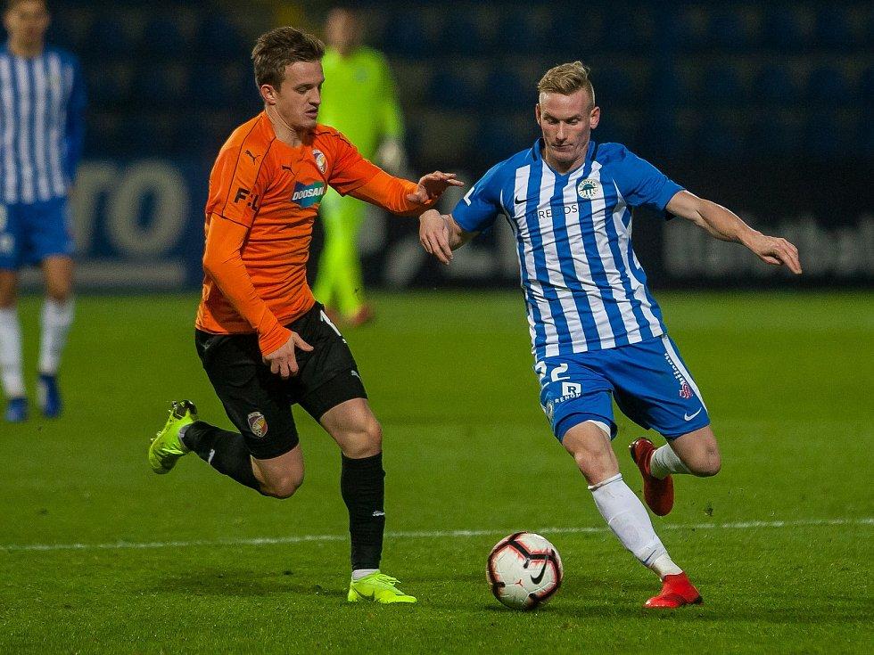 Zápas 16. kola první fotbalové ligy mezi týmy FC Slovan Liberec a FC Viktoria Plzeň se odehrál 23. listopadu na stadionu U Nisy v Liberci. Na snímku zleva Jan Kopic a Petr Ševčík.