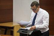 Šetření případu rozsáhlé výroby amfetaminu určeného pro švédský trh začalo 10. října u krajského soudu v Liberci. Na snímku je advokát Bronislav Šerák.
