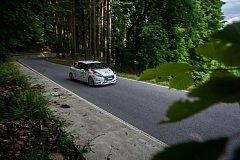 Rally Bohemia 2018, závod seriálu Mistrovství České republiky v rally, pokračoval 30. července na Jablonecku a Liberecku. Na snímku je posádka Matěj Kamenec a Adam Jurka s vozem Peugeot 208 R2 na šesté rychlostní zkoušce - Radostín II.
