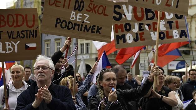 Demonstrace rodičů za návrat dětí do škol bez podmínek, další ze série protestních akcí spolupořádaných Hnutím Manifest.cz a PSP-Pravá svoboda a prosperita, se konala 15. května 2021 v Liberci.