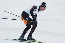 """JIŘÍ MAGÁL, hájící v běhu na lyžích barvy Dukly Liberec, to umí nejen na sněhu, ale také v bězích """"na suchu""""."""