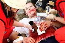 Simulovaná dopravní nehoda osobního auta, autobusu se studenty a nákladního vozidla pod kamenolomem v odlelhlé vesnici Krásný Les na Frýdlantsku měla prověřit součinnost České a Polské záchranné služby.