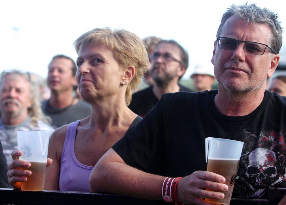BENÁTSKÁ. Ve Vesci začal 23. ročník festivalu. Zahájily ho kapely z Hanspaulky.
