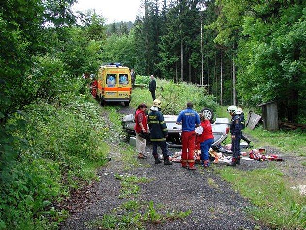 Nehoda osobního automobilu mezi obcemi Josefův Důl a Albrechtice.