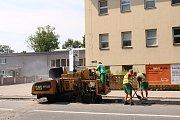 V létě roku 2018 probíhá rekonstrukce ulice Dr. Milady Horákové nedaleko obchodního domu Kaufland. Snímek zachycuje stavební práce dne 16. července 2018.