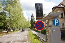 Parkování je v ulici Alšova dočasně zakázáno.