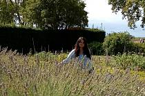 Adéla Heindorferová (Roubíčková) se před několika lety přestěhovala do Raspenavy, kde založila Levandulovnu.