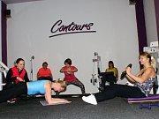 Ženy cvičí.