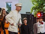 Muzejní noc pod Ještědem 2018. Zahájení za přítomnosti prezidenta T. G. Masaryka u Muzea skla a bižuterie v Jablonci nad Nisou