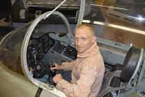 PAVEL ŠERCL se živí restaurováním motorů. Bylo mu líto těch, které zůstaly skryty před očima technických dychtivců v depozitáři leteckého muzea ve Kbelích, tak založil s rodinou vlastní. O další přírůstky se postarali kamarádi.