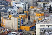 KULTOVNÍ OBCHODNÍ DŮM JEŠTĚD postavený podle návrhu architektů Miroslava Masáka (autora návrhu OD Máj v Praze) a Karla Hubáčka. Stavěl se 10 let, boural se měsíc.