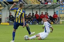 Liberec díky Jarolímově penaltě vyhrál v Košicích 1:0! Na snímku při střele na branku liberecký kapitán Jiří Fleišman, kterého blokuje Sekulič.
