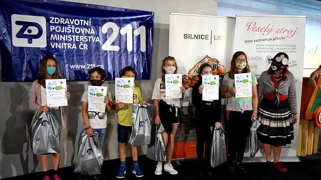 Vítězky kategorie 7 - 12 let, zcela vpravo organizátorka J. Mrázková.