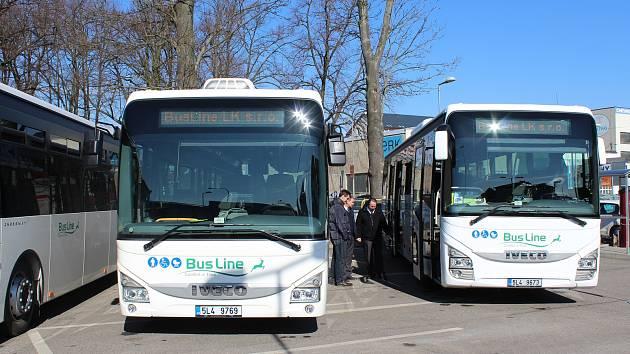 Představení nových autobusů pro Jablonecko, Semilsko, Jilemnicko či Turnovsko. Na snímku vpravo dálkový autobus Crossway PRO, vlevo příměstský autobus Crossway LE.