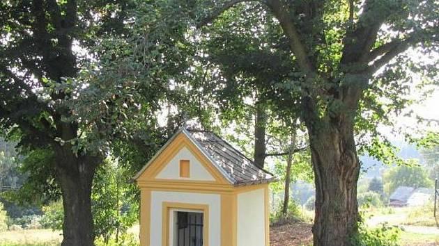 Kaplička v Albrechticích – Filipově se dočkala opravy.