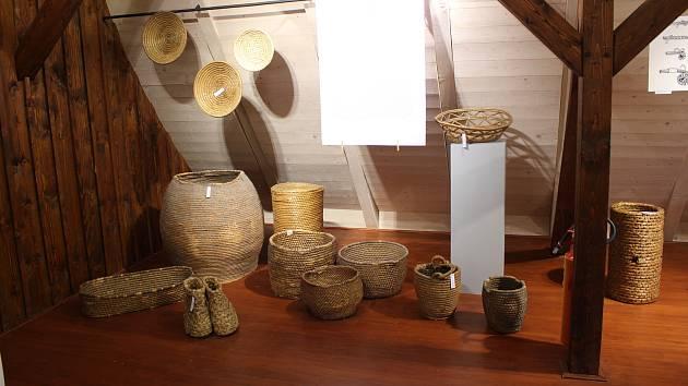Výstava Ze stébel a proutí v Turnově.