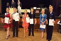 Na fotografii jsou Filip Činčura a Karolína Petříčková, kteří posbírali celkem 2 zlaté, 2 bronzoví a 1 stříbrnou medaili.