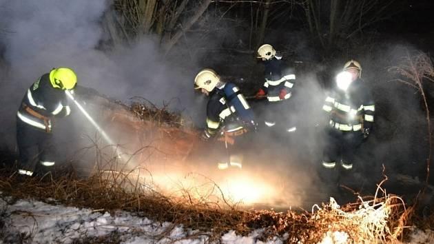 V Hrubé Skále lehl popelem drážní domek.