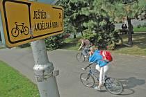 MÁLO  STEZEK. Cyklisté v Liberci využívají hlavně cyklostezku poblíž ZŠ Barvířská.