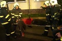 Hasiči nacvičovali společně se záchranáři. Na místě fiktivního výbuchu plynu byli zranění i mrtví.