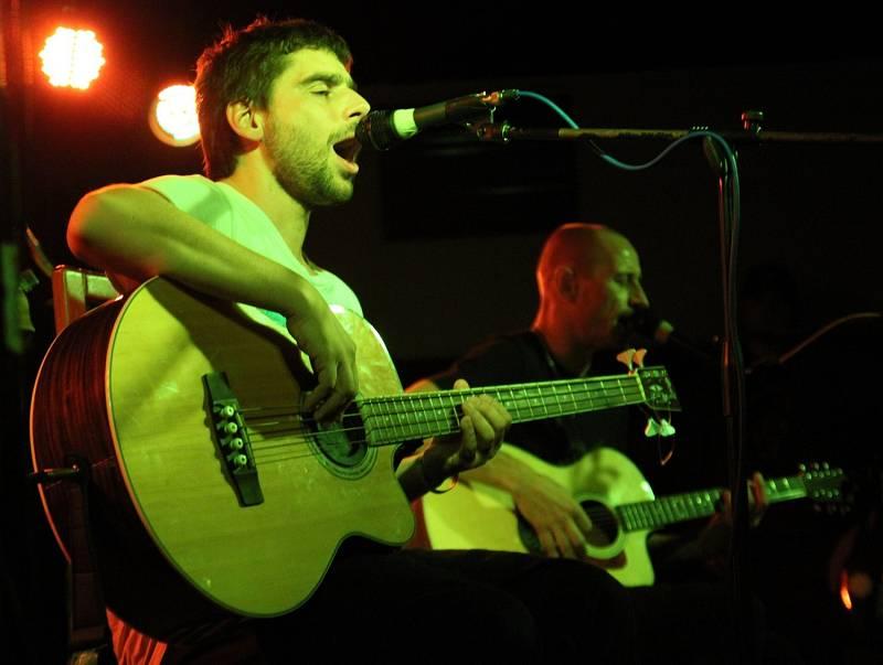 WOHNOUT UNPLUGGED. Kapela se vydala na první bezproudé turné. Odstartovala ho na jablonecké Rampě.