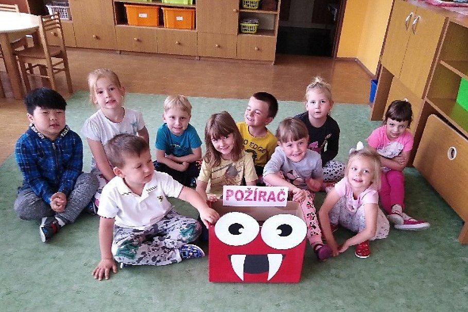 Děti z českolipské Mateřské školy Sovička při vymýšlení recyklačních zlepšováků.
