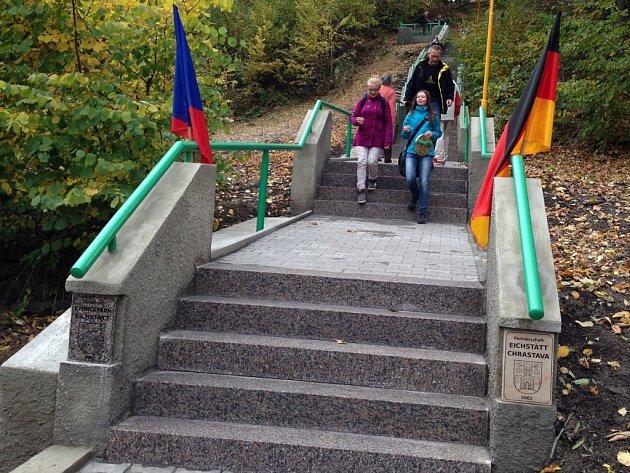 Schody hrůzy v Chrastavě zvládnou po opravě už i senioři.