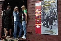 Výstavu připravili pořadatelé z Muzea SNP v Bánské Bystrici k 66. výročí prvního transportu se slovenskými Židy, a adresují ji především mladé generaci.