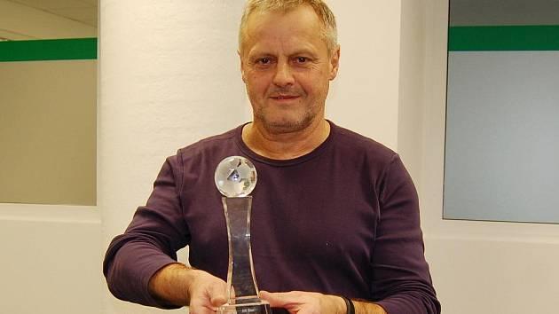 TRENÉR ROKU 2011 V KATEGORII DOROSTU. Jiří Štol z Liberce s oceněním.