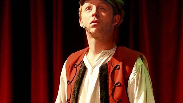 HEREC JAKUB ALBRECHT V HLAVNÍ ROLI ČESKÉHO HONZY ve stejnojmenné pohádce, kterou premiérově uvedlo Divadlo Františka X. Šaldy v neděli 6. února.