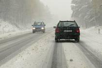 Sníh komplikuje dopravu na Liberecku.