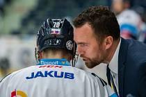 Utkání 18. kola Tipsport extraligy ledního hokeje se odehrálo 14. listopadu v liberecké Home Credit areně. Utkaly se celky Bílí Tygři Liberec a PSG Berani Zlín. Na snímku vpravo je trenér Filip Pešán.