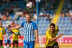 Zápas 1. kola první fotbalové ligy mezi týmy FC Slovan Liberec a MFK Karviná se odehrál 21. července na stadionu U Nisy v Liberci. Na snímku zleva Jan Mikula a Bojan Letić.