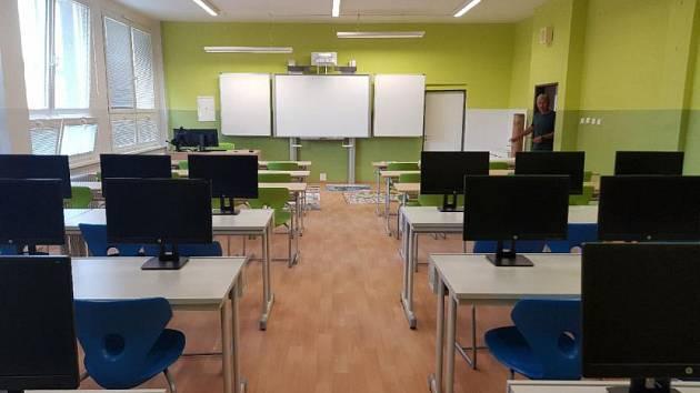 Rekonstrukce Základní školy v Hejnicích zahrnovala kompletní opravu dvou učeben.
