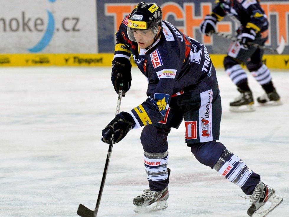 MĚNÍ DRES. Obránce Marek Trončinský hrál v loňské sezoně za liberecké Bílé Tygry a nyní by chtěl okusit KHL.