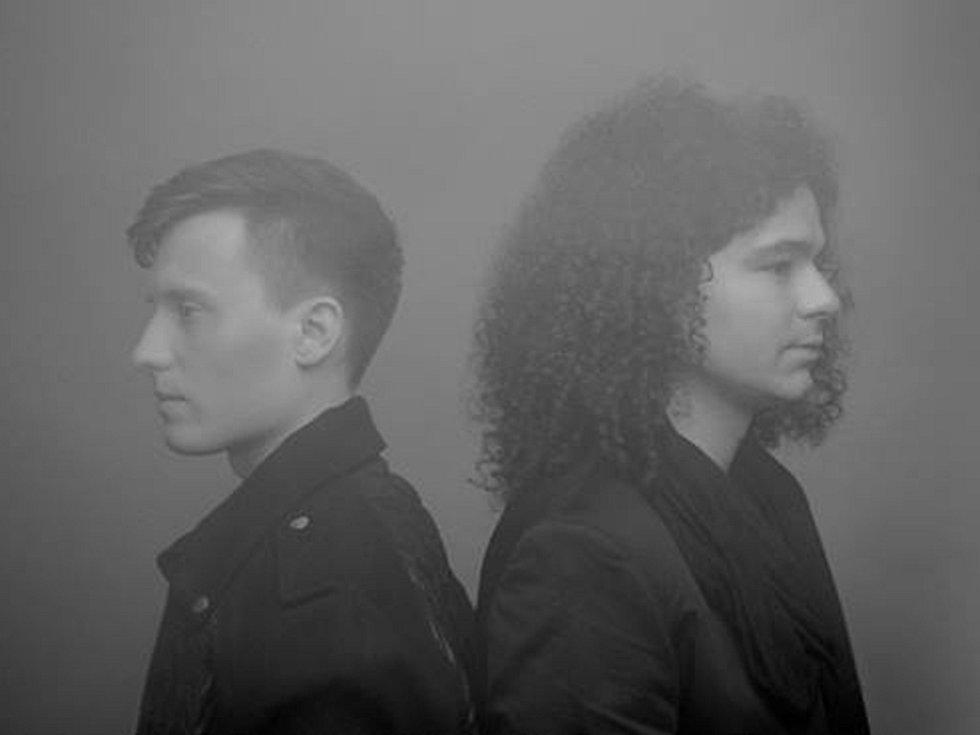 FILIP SÁZAVSKÝ (vlevo) a Martin Chobot, přítel Ewy Farne, tvoří autorský tandem skupiny eFeM.