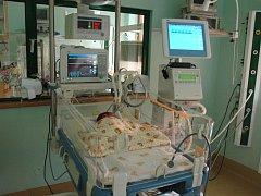 PLICNÍ VENTILÁTOR  BABYFORM. Již druhý přístroj tohoto druhu, který pomůže těm nejmenším bojovat o úspěšný vstup do života, vlastní od minulého týdne liberecká nemocnice.