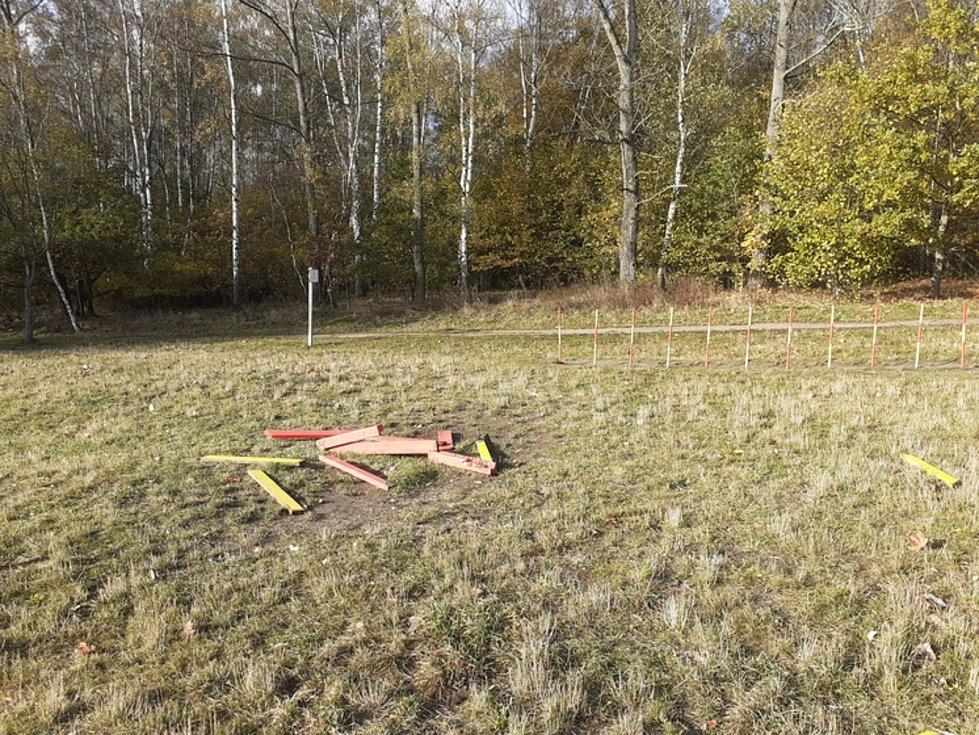 Poničené psí agility v Liberci.