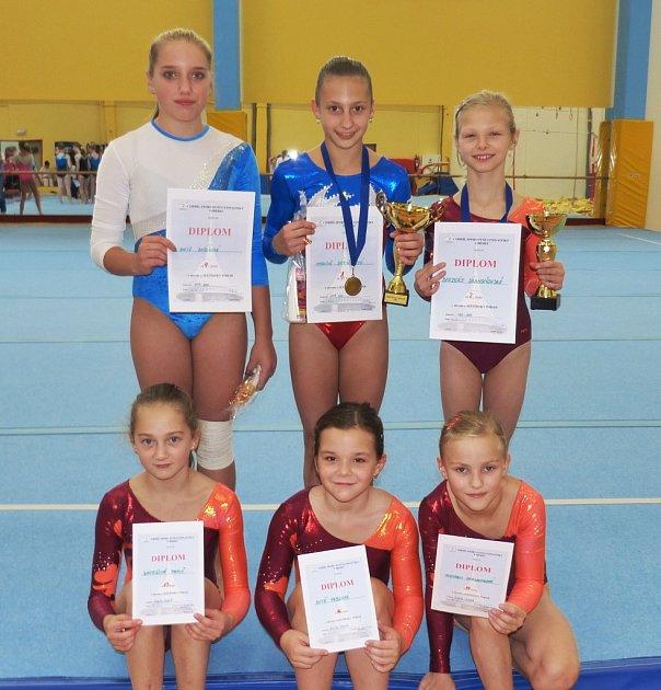 SG LIBEREC. Horní řada zleva: Aneta Bábíková, Karolína Bartuňková, Barbora Drahoňovská. Pod nimi zleva: Viktorie Chaloupková, Dita Vrbková a Kateřina Pavlů.