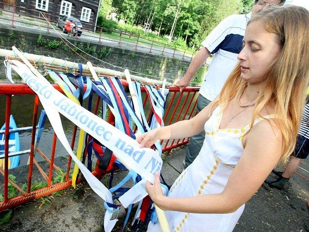 """Projekt """"Nisa – řeka, která nás spojuje"""" je založen na spolupráci měst ležících na této řece, má formu společensko-kulturního festivalu a probíhá po celý měsíc červen."""