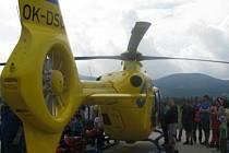 Dva tisíce lidí vyrazily za žlutým vrtulníkem.