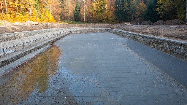 Na Lesním koupališti v Liberci pokračují rekonstrukční práce dle plánu.